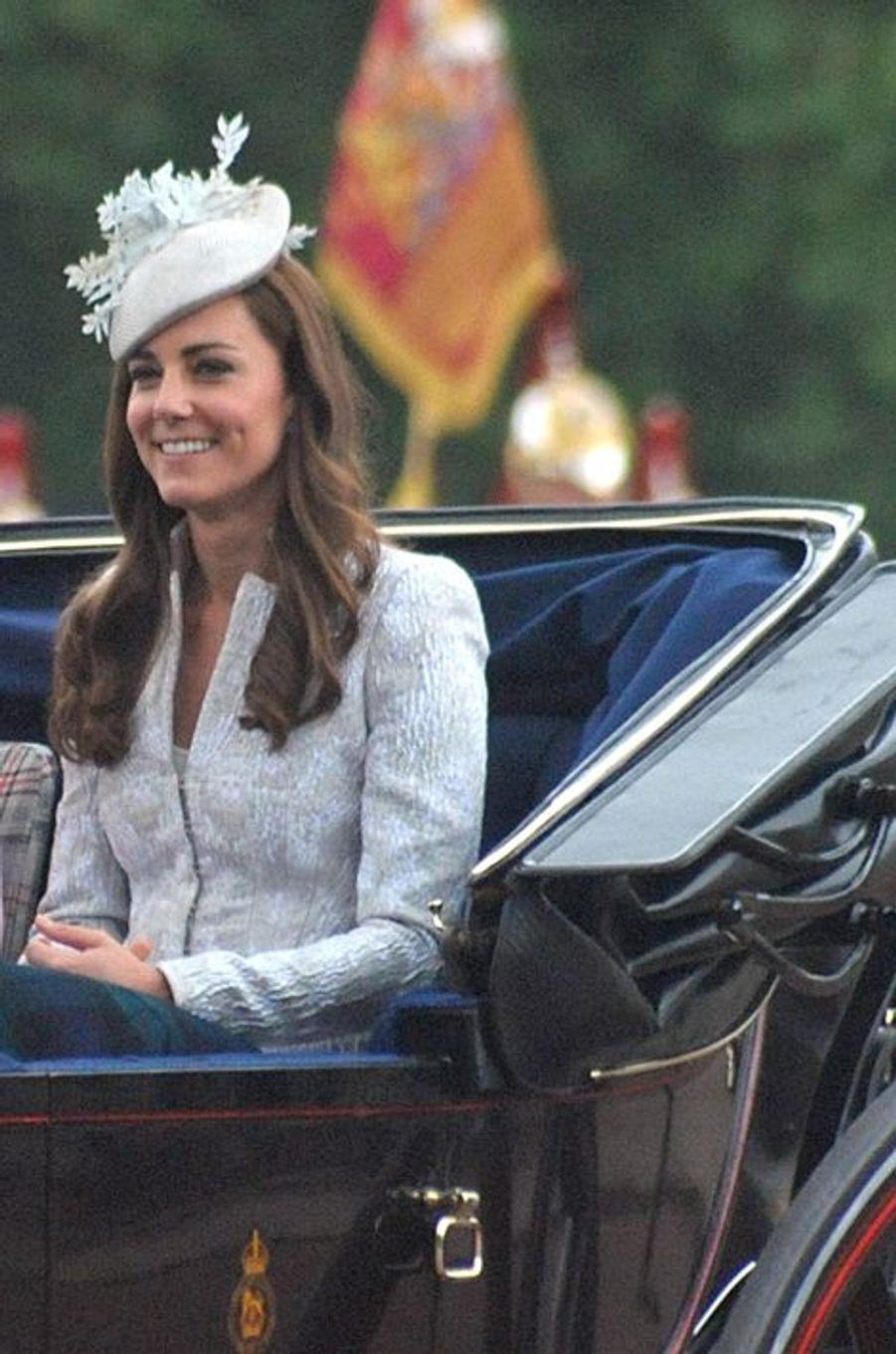 Kate en Alexander McQueen, le 16 juin 2014