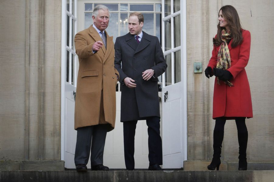 La duchesse de Cambridge Kate avec les princes Charles et William, le 5 avril 2013
