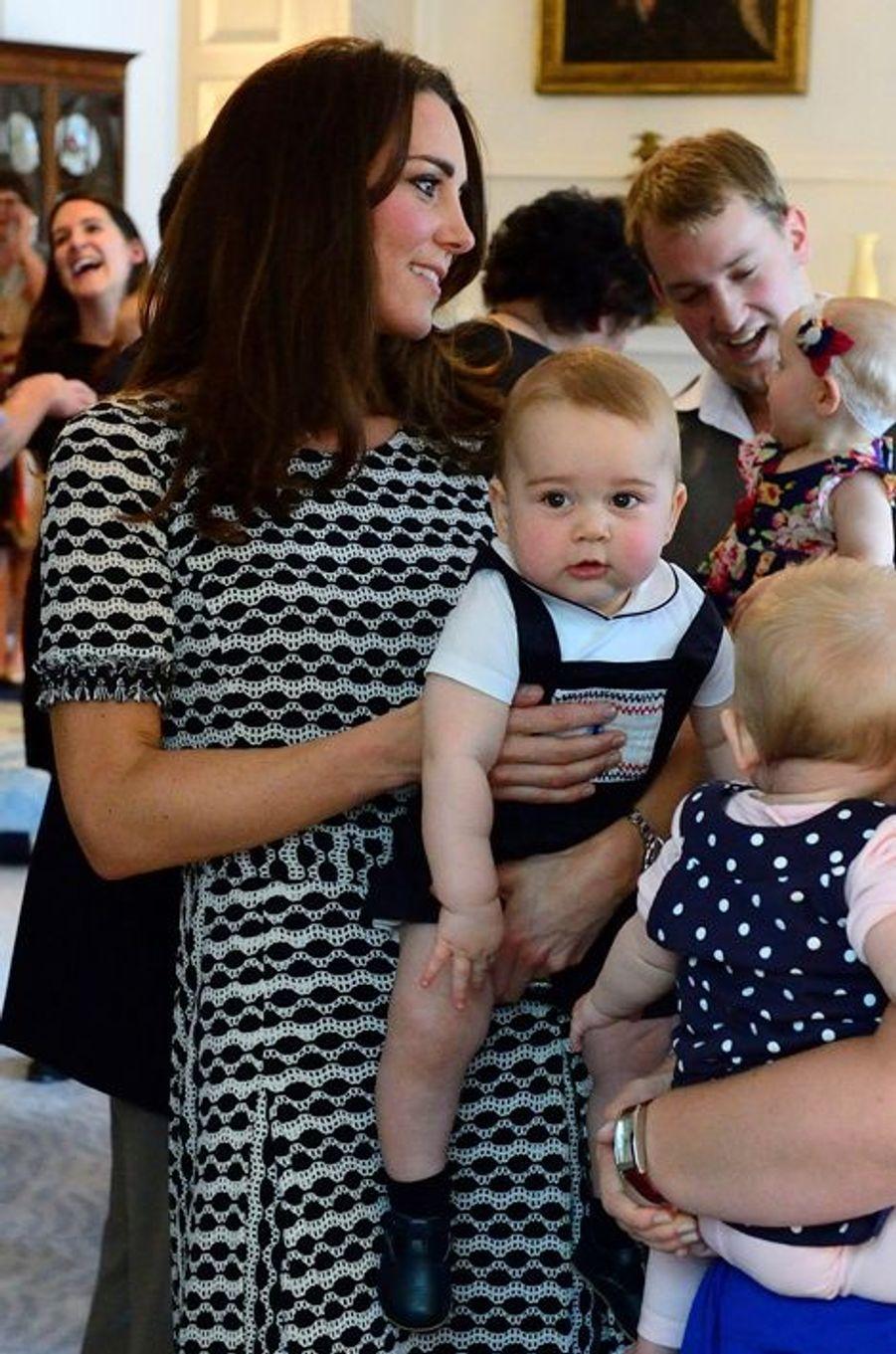 La duchesse Kate avec le prince George le 9 avril 2014