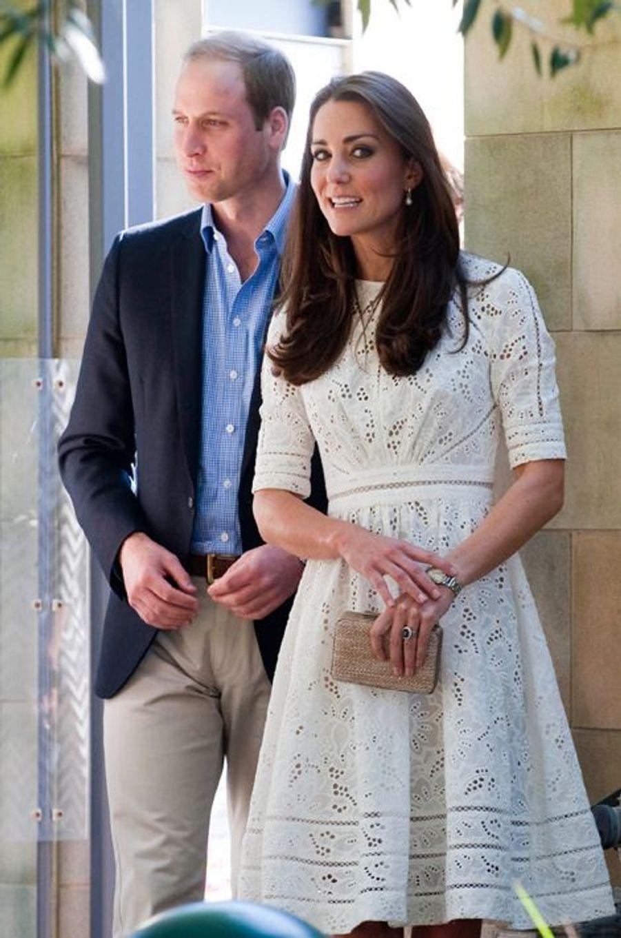 La duchesse Kate avec le prince William le 21 avril 2014 (à droite)