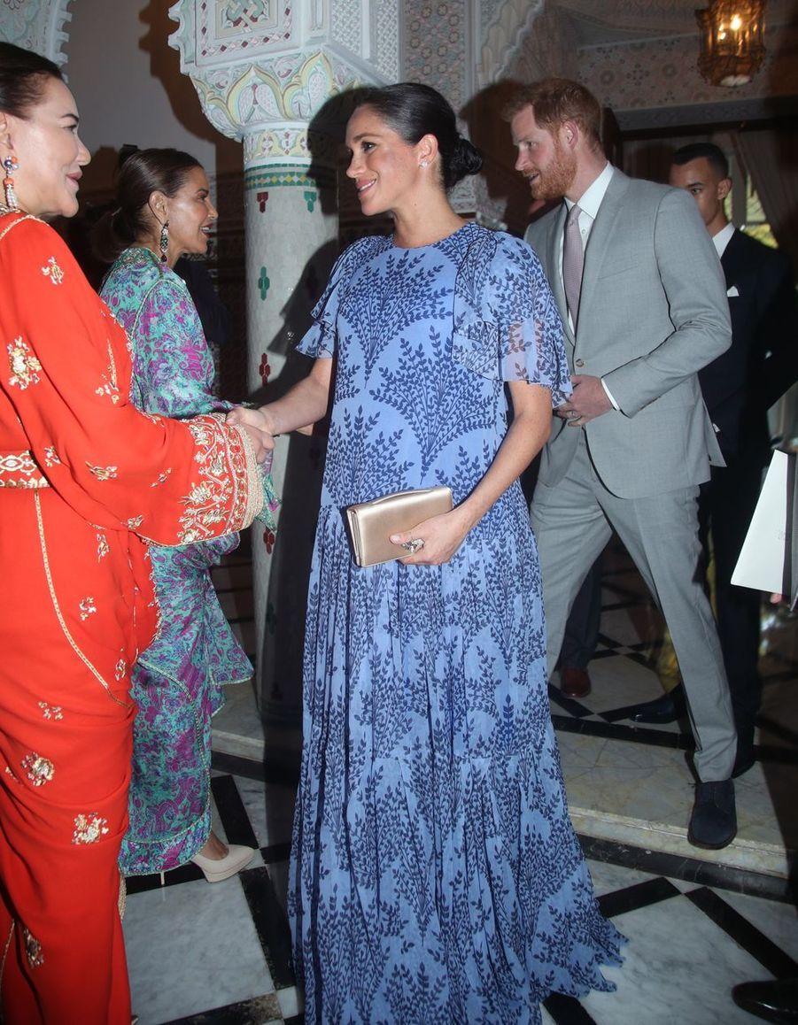 Meghan Markle en robe Carolina Herrera pour rencontrer la famille royale à Rabat, le 25 février 2019