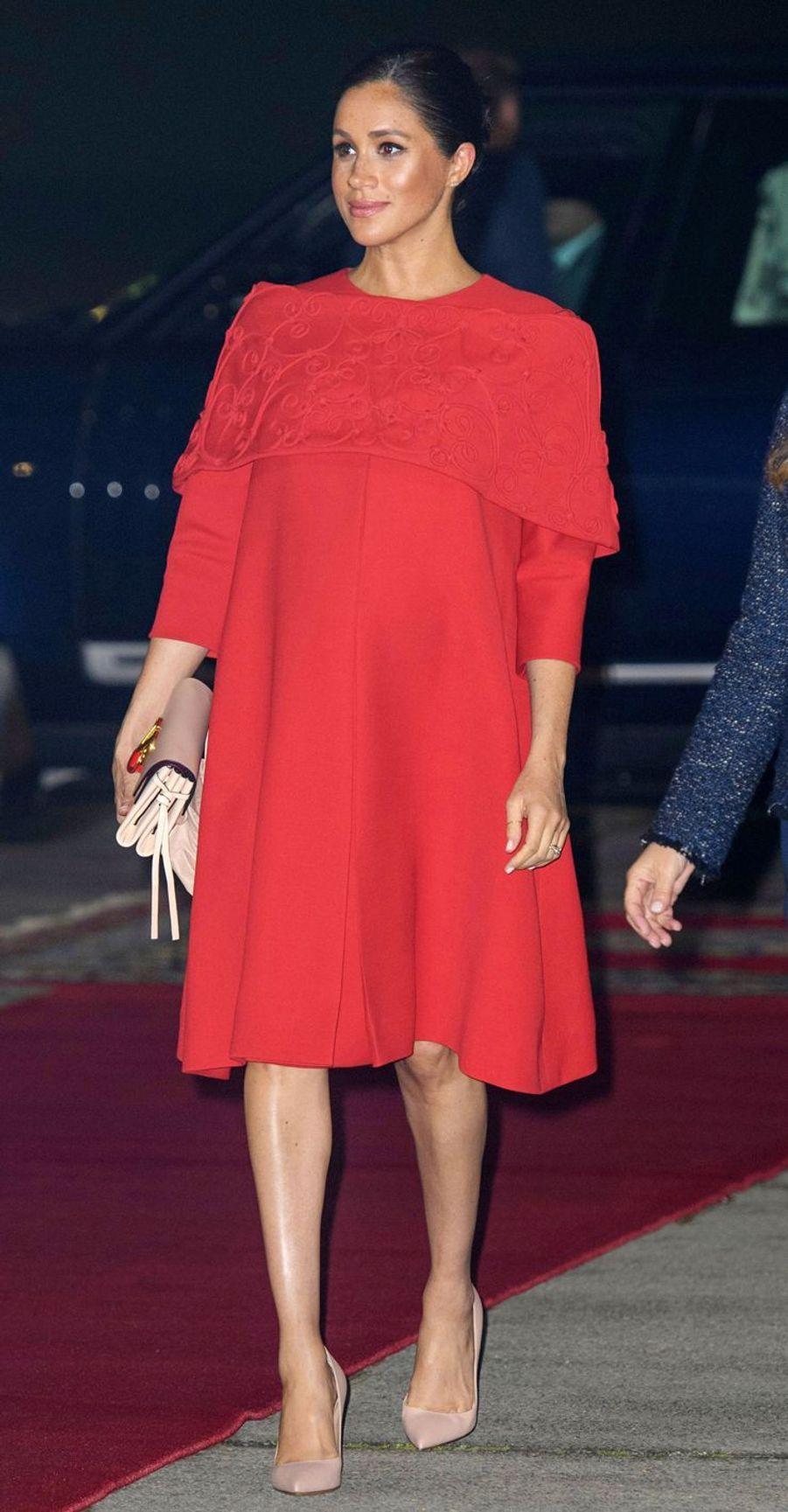 Meghan Markle arrivant en robe Valentino à l'aéroport de Casablanca, le 23 février 2019