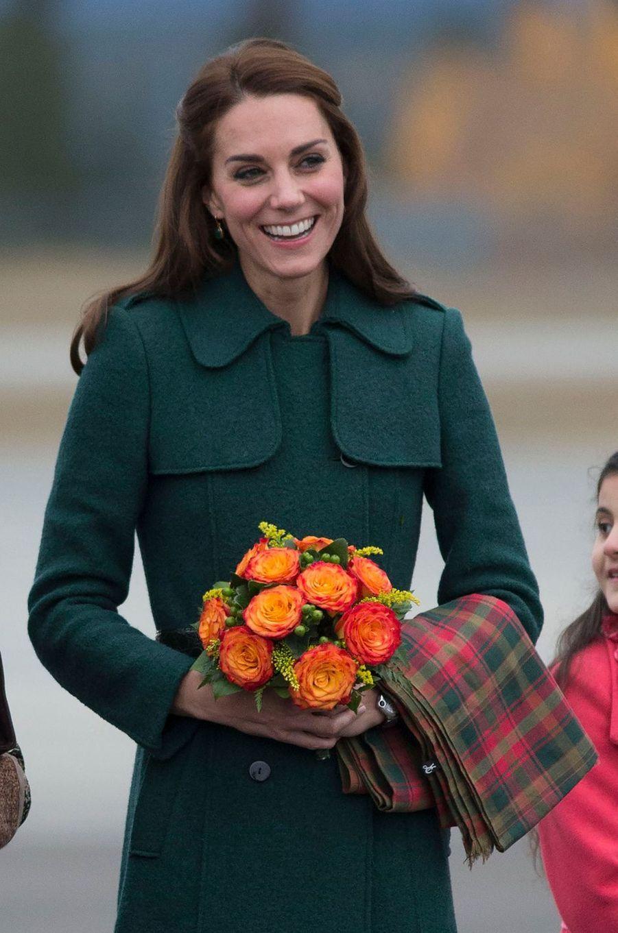 La duchesse Catherine de Cambridge dans un manteau Hobbs au Canada, le 27 septembre 2016