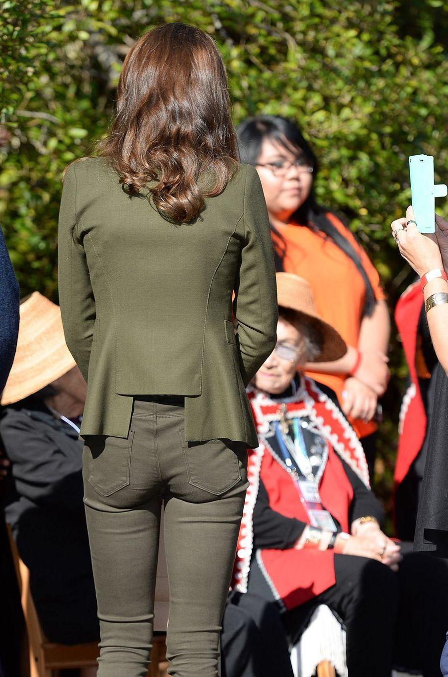 La duchesse Catherine de Cambridge dans une veste Smythe au Canada, le 30 septembre 2016