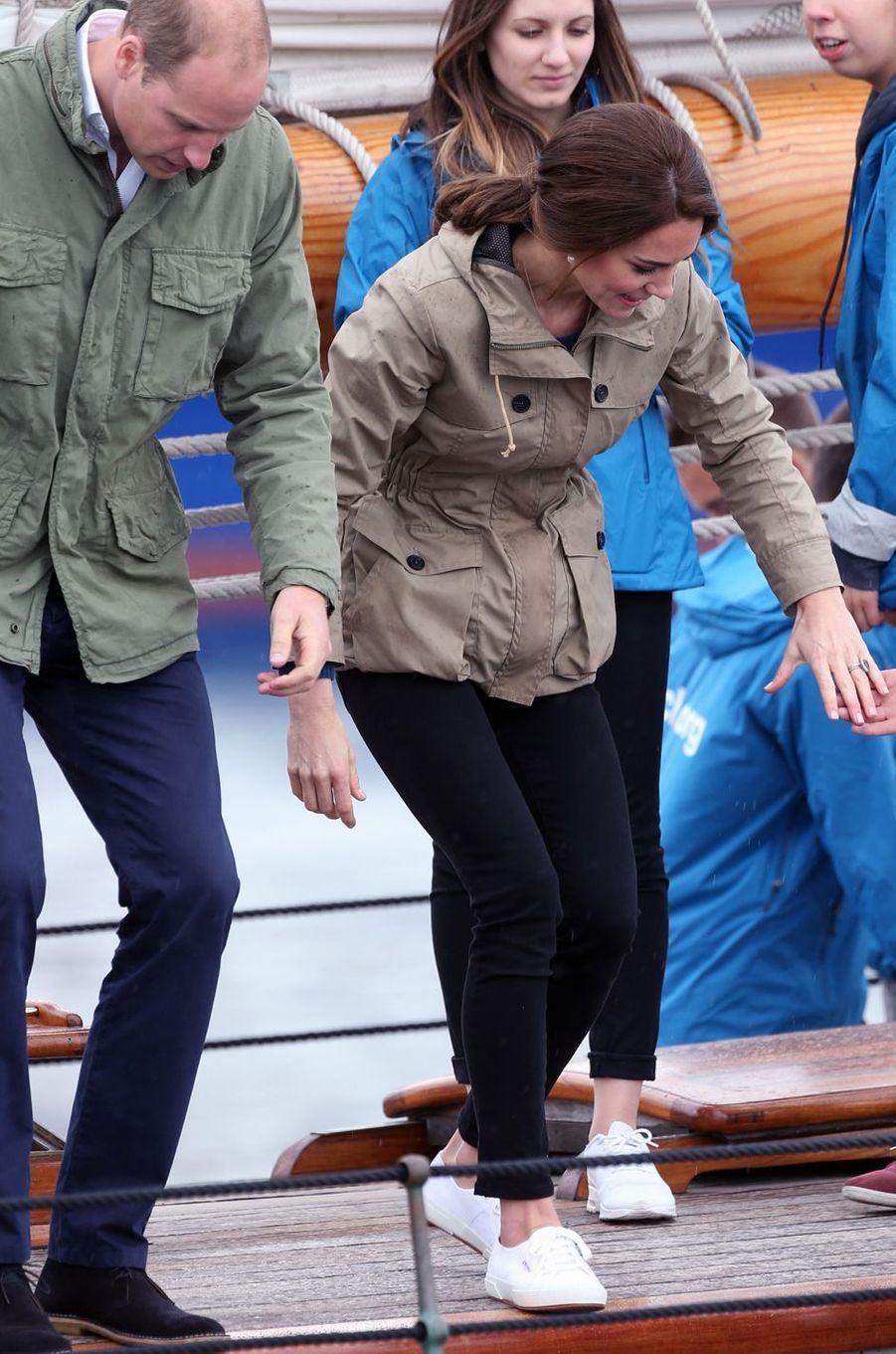 La duchesse Catherine de Cambridge dans une parka Troy au Canada, le 1er octobre 2016