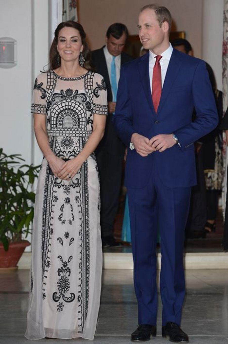 La duchesse Catherine de Cambridge en Temperley London, le 11 avril 2016
