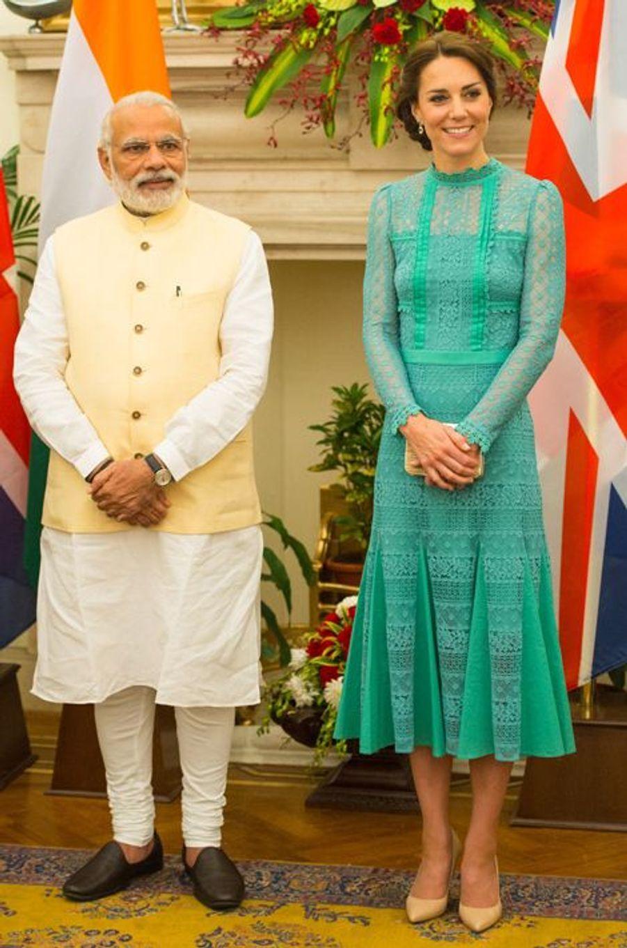 La duchesse Catherine de Cambridge en Temperley London, le 12 avril 2016