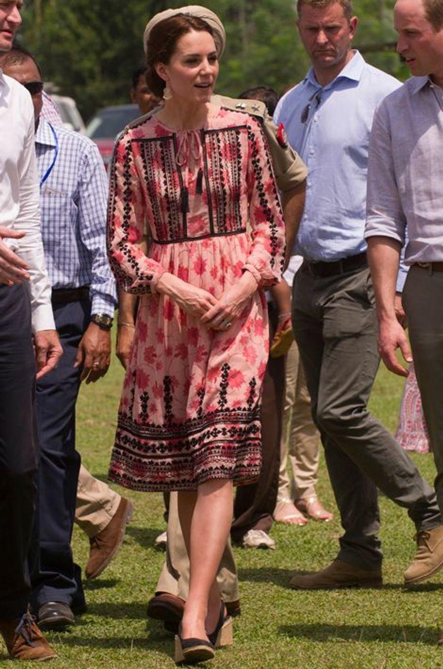 La duchesse Catherine de Cambridge en Topshop, le 13 avril 2016