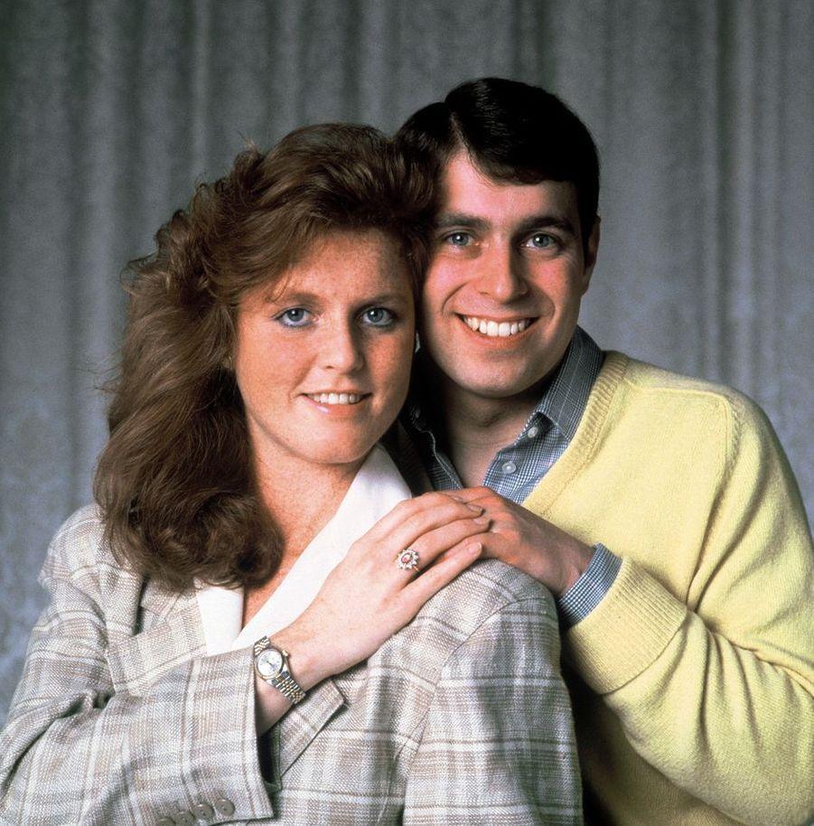 Sarah Ferguson et le prince Andrew, fiancés en 1986