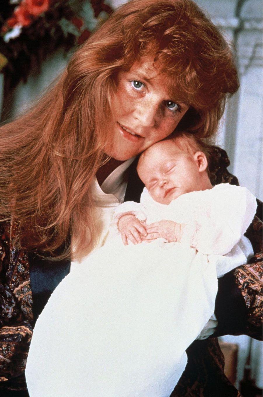 Sarah Ferguson avec la princesse Beatrice, en août 1988