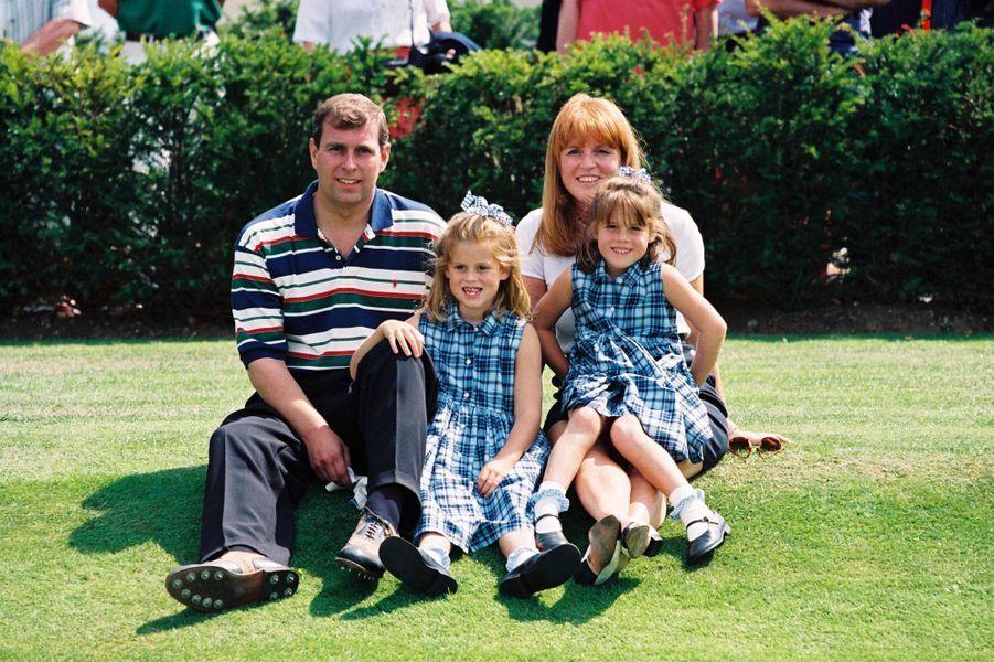 Sarah Ferguson et le prince Andrew avec leurs filles, juste après leur divorce, le 5 août 1996