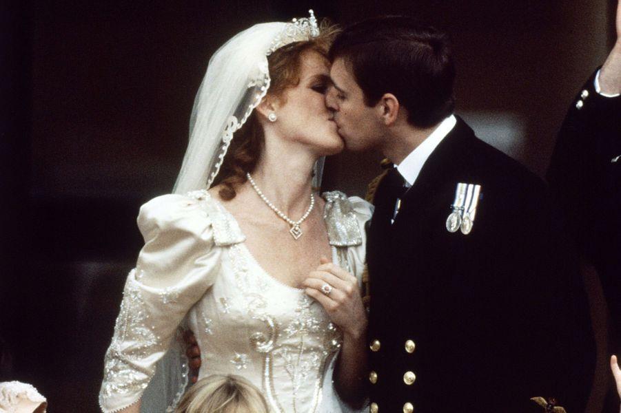 Sarah Ferguson et le prince Andrew le jour de leur mariage, le 23 juillet 1986