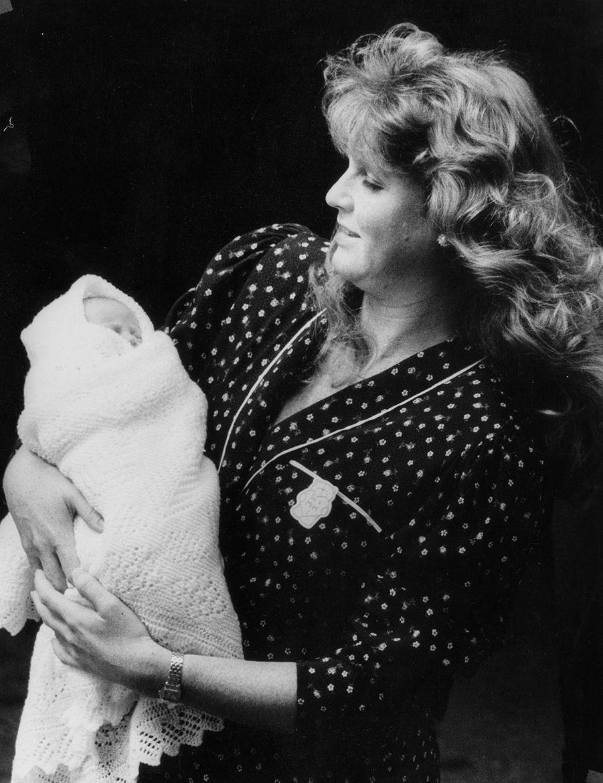 Comme toutes les mamans, Fergie ne se sent rassurée que lorsqu'elle a son enfant tout près d'elle. Et, malgré sa fatigue, elle rayonnait de joie quand elle a présenté sa fille à la presse, dans le parc de la clinique américaine où elle lui a donné le jour.