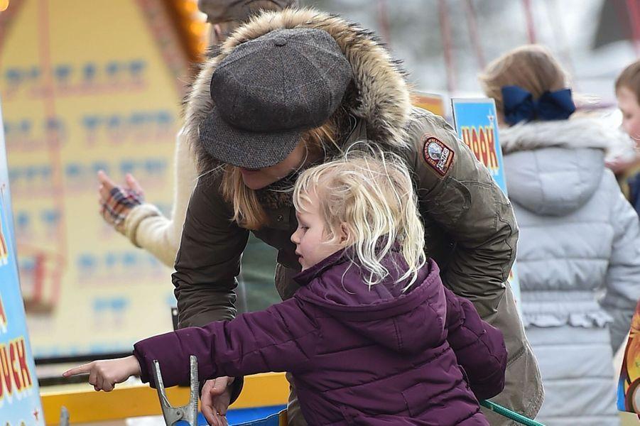 Autumn Phillips et sa fille Isla à Didmarton, le 4 mars 2017
