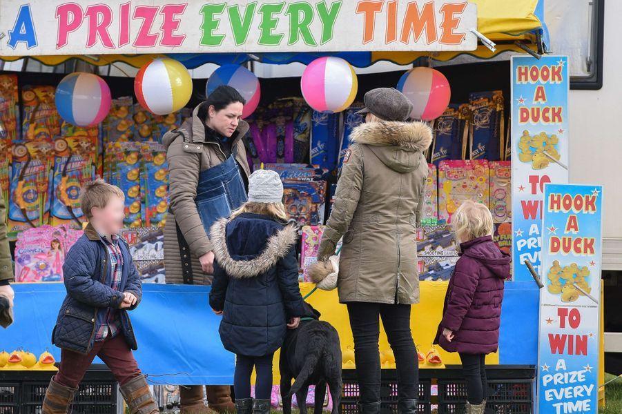Autumn Phillips et ses filles Isla et Savannah à Didmarton, le 4 mars 2017