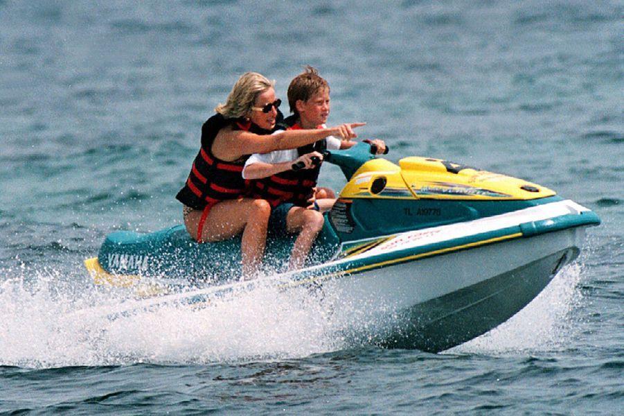 Lady Diana et le prince Harry à Saint-Tropez le 16 juillet 1997