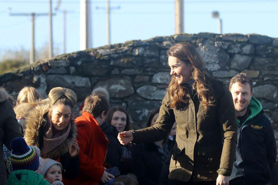 Kate Middleton en visite à la fermeArk Open, près de Belfast, le 12 février 2020.