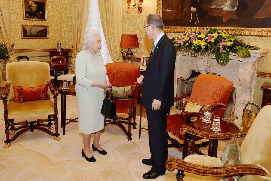 La reine Elizabeth II avec Ban Ki-moon à Malte, le 27 novembre 2015