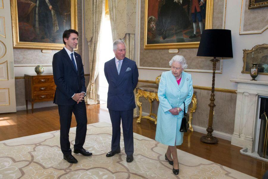 La reine Elizabeth II et le prince Charles avec Justin Trudeau à Malte, le 27 novembre 2015