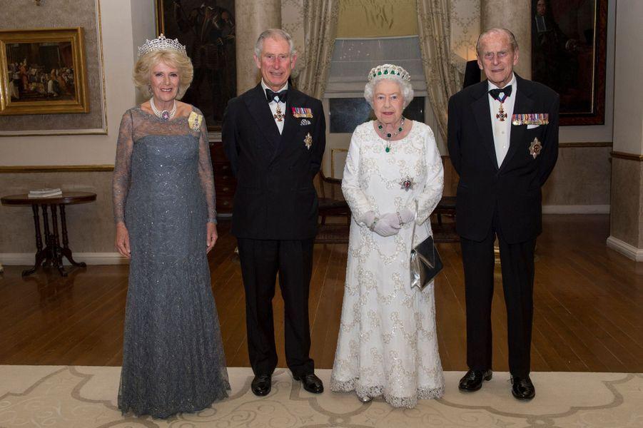 La reine Elizabeth II, les princes Philip et Charles et la duchesse Camilla à Attard sur l'île de Malte, le 27 novembre 2015