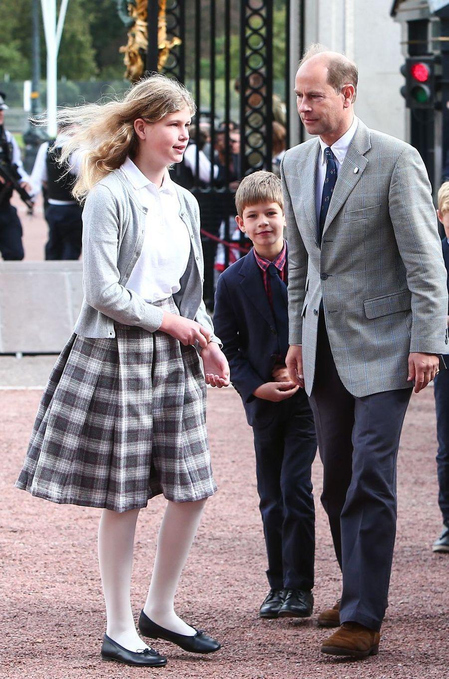 Le prince Edward et ses enfants Lady Louise Windsor et James vicomte Severn à Londres, le 25 septembre 2016