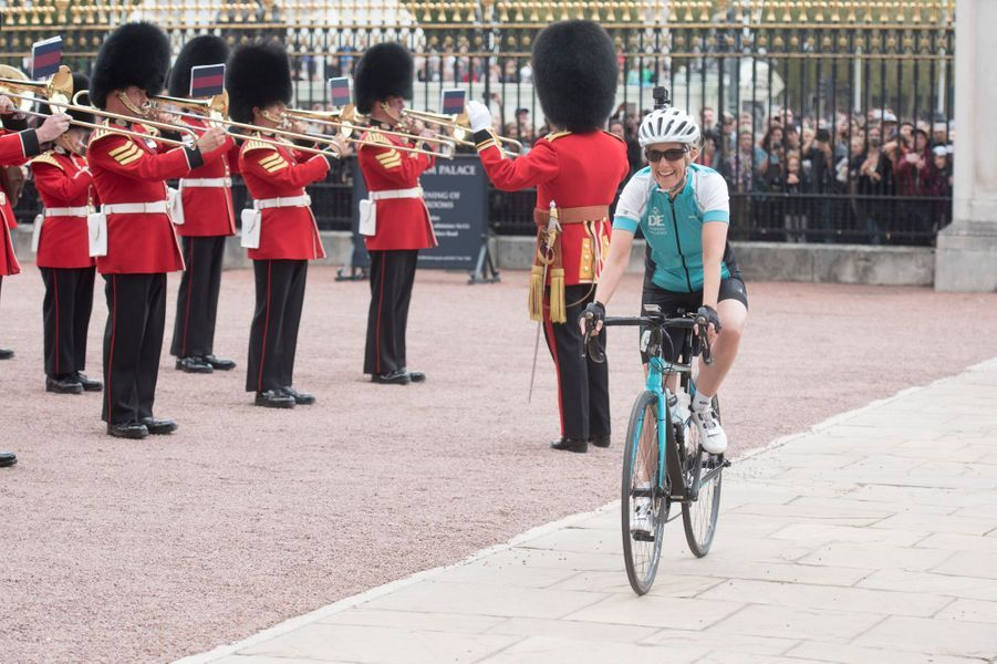 Sophie de Wessex accueillie en fanfare dans la cour de Buckingham Palace à Londres, le 25 septembre 2016