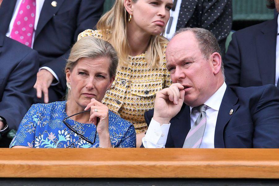 La comtesse Sophie de Wessex avec le prince Albert II de Monaco au tournoi de Wimbledon à Londres, le 10 juillet 2019