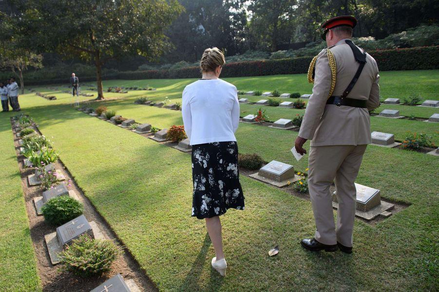 La comtesse Sophie de Wessex au cimetière de guerre de Chittagong au Bangladesh, le 21 novembre 2017