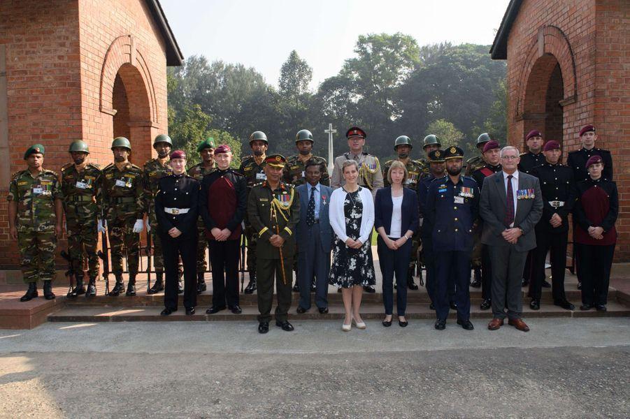 La comtesse Sophie de Wessex au cimetière militaire de Chittagong au Bangladesh, le 21 novembre 2017