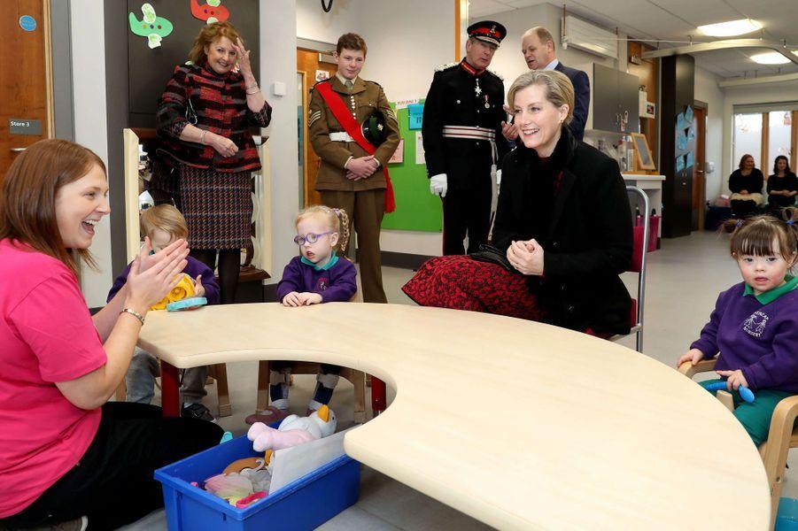 La comtesse Sophie de Wessex dans un centre pour enfants à Belfast, le 23 janvier 2018