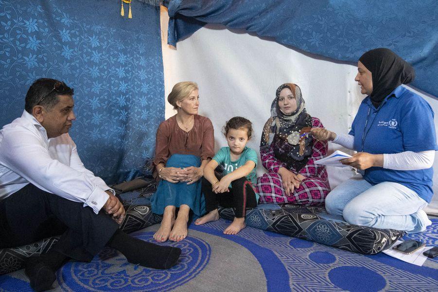 La comtesse Sophie de Wessex avec une famille syrienne réfugiée au Liban, le 12 juin 2019