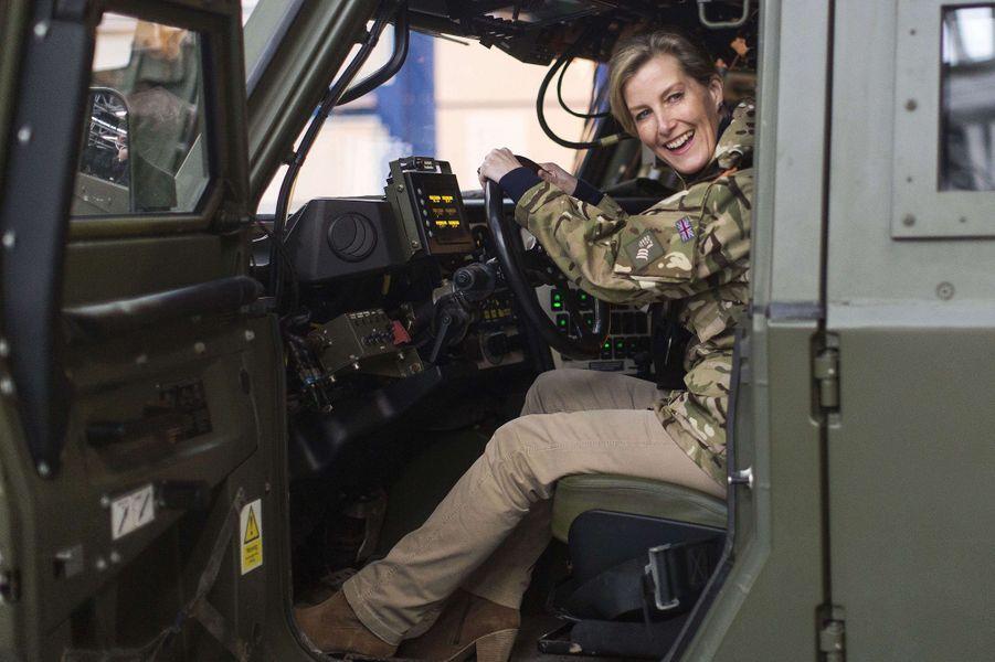 La comtesse Sophie de Wessex découvre le nouveau matériel du 5e Bataillon The Rifles à Salisbury, le 11 janvier 2017