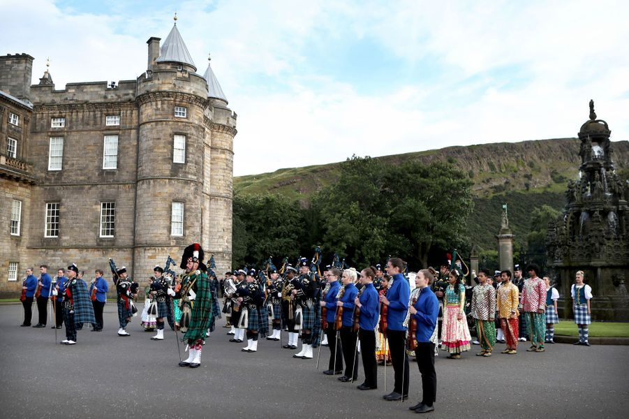 Fanfares du Royal Edinburgh Military Tattoo au château de Holyroodhouse à Edimbourg, le 16 août 2017