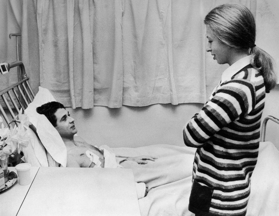 La princesse Anne à l'hôpital le 25 mars 1974 avec James Beaton, blessé lors de sa tentative d'enlèvement