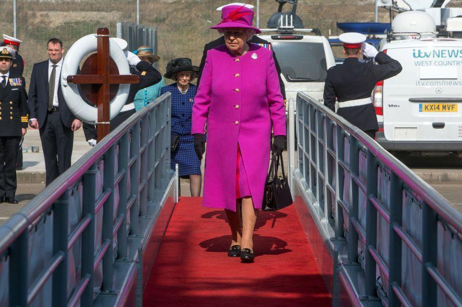 La reine Elizabeth II sur le HMS Ocean à Plymouth, le 20 mars 2015