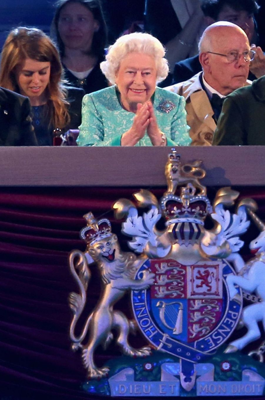 La reine Elizabeth II et la princesse Beatrice d'York à Windsor, le 15 mai 2016