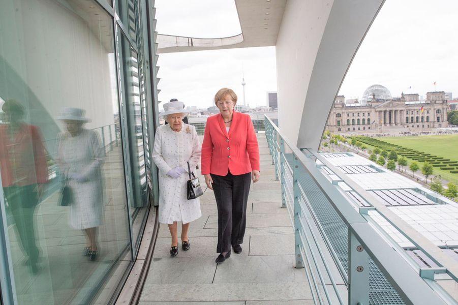 La reine Elizabeth II avec Angela Merkel à Berlin, le 24 juin 2015