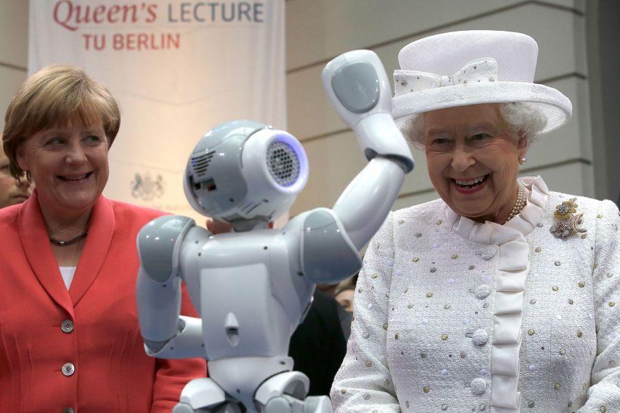 La reine Elizabeth II avec Angela Merkel à l'Université technique de Berlin, le 24 juin 2015