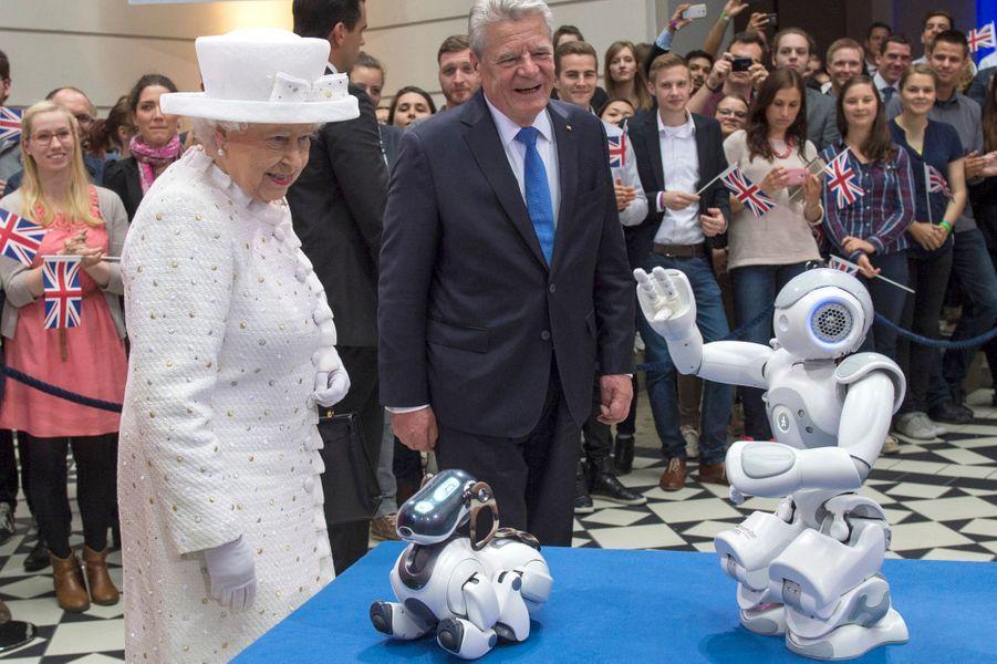 La reine Elizabeth II avec Joachim Gauck à l'Université technique de Berlin, le 24 juin 2015