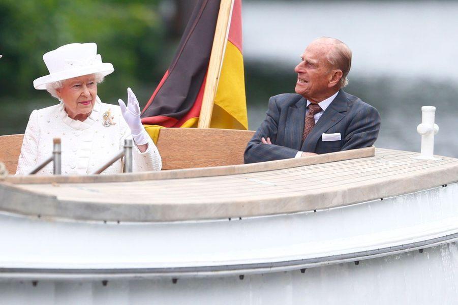 La reine Elizabeth II avec le prince Philip à Berlin, le 24 juin 2015