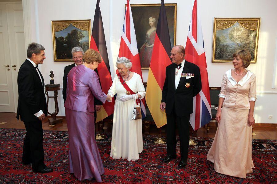 La reine Elizabeth II et le prince Philip avec Joachim Gauck et sa compagne à Berlin, le 24 juin 2015