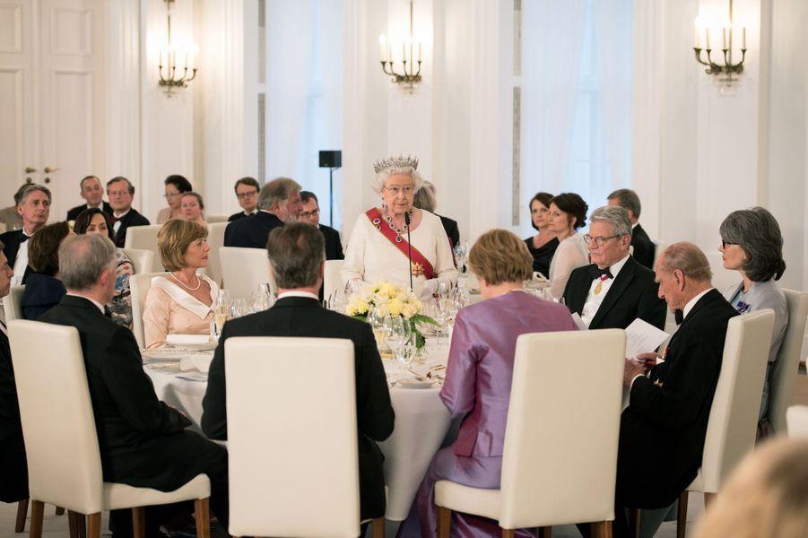 La reine Elizabeth II lors du banquet d'Etat à Berlin, le 24 juin 2015