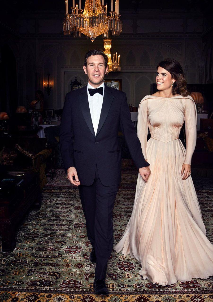 Vendredi, Jack Brooksbank a épousé Eugenie d'York, la fille cadette du Prince Andrews et de Sarah Ferguson. Voici les photos officielles.