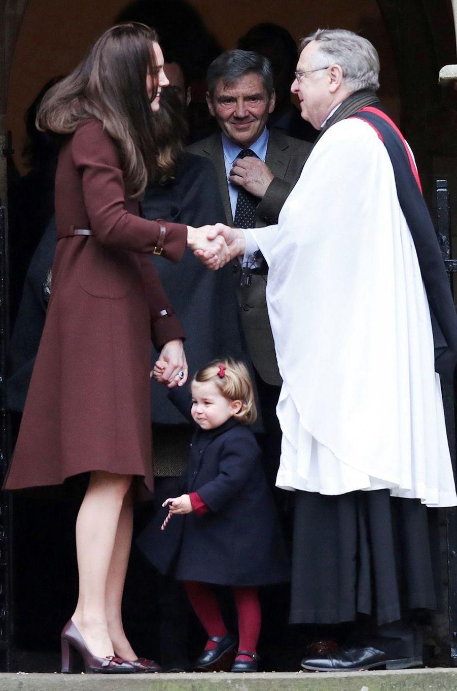 La princesse Charlotte de Cambridge avec sa mère Kate Middleton à Englefield, le 25 décembre 2016