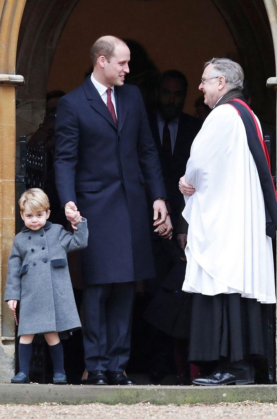 Le prince George de Cambridge et son père le prince William à Englefield, le 25 décembre 2016