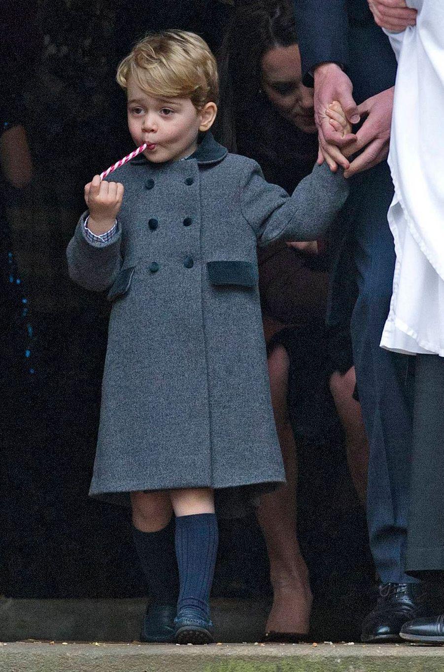 Le prince George de Cambridge à la sortie de la messe de Noël à Englefield, le 25 décembre 2016