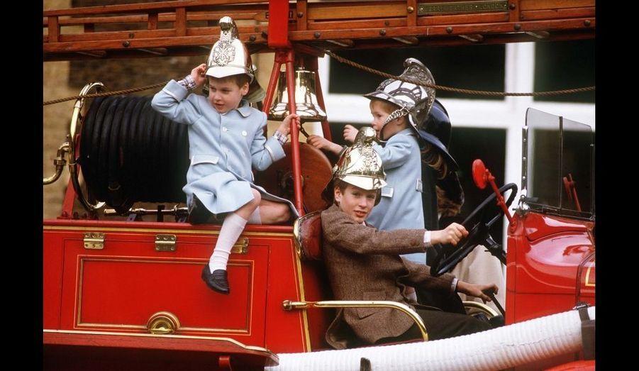 1988 - Sur le camion de pompiers, avec Harry et Peter Phillips, à Sandringham