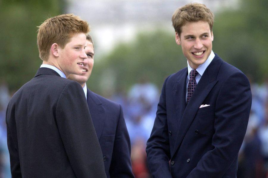Le prince Harry et le prince William en juin 2002