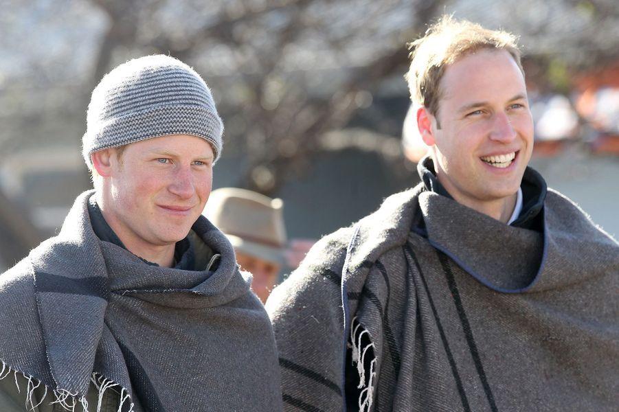 Le prince Harry et le prince William en voyage au Lesotho en juin 2010