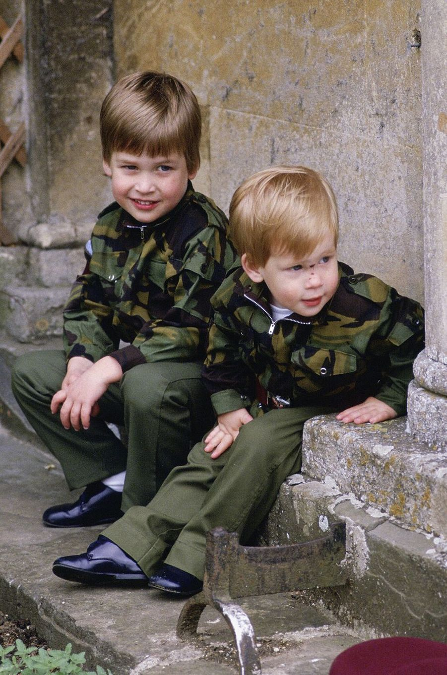 Le prince William et le prince Harry àHighgrove House en juillet 1986